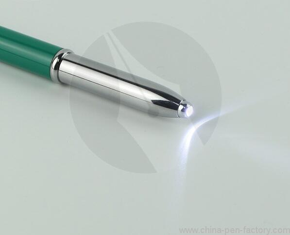 3-in-1-led-pen-light-with-stylus-02